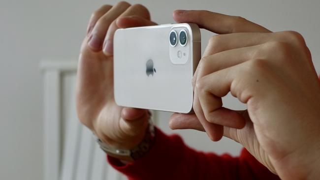 Samsung начнет производство новых экранов для iPhone 13