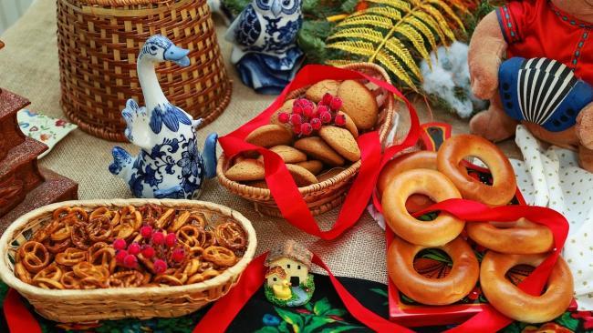 Какие муниципалитеты Петербурга больше всего потратились на весенние праздники