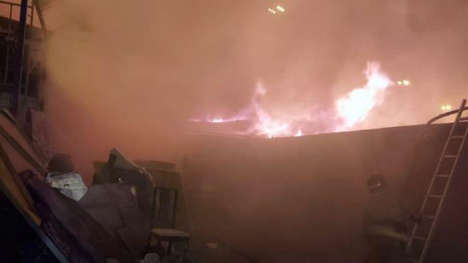 Спасатели потушили три горящих гаража на Софийской улице