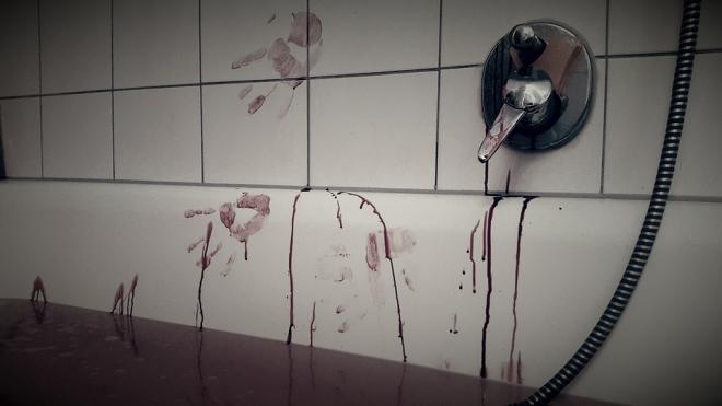 На Большой Разночинной пенсионерка нашла в ванной женский труп
