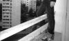 В Петербурге девушка запаслась ножами и бросилась с 12 этажа