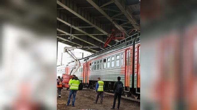 Порвавшийся провод остановил электрички в Обухово