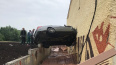 В Казани иномарка подлетела и воткнулась в стену зоопарк...