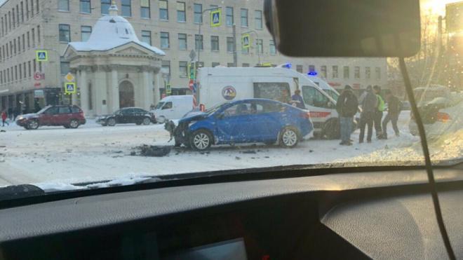 В аварии на Измайловском проспекте пострадали люди