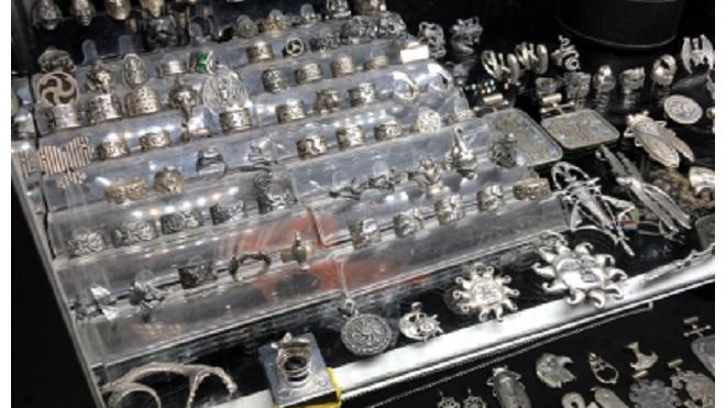 Полиция изъяла 9 кг серебра, продававшегося на ярмарке без подтверждения пробы