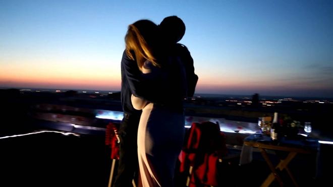 Романтическое свидание на крыше в Приморском районе закончилось гибелью девушки