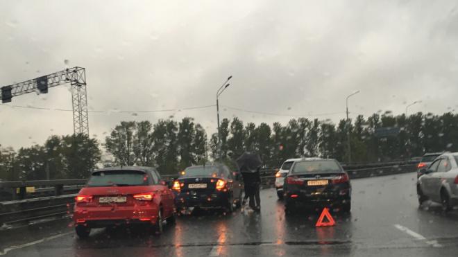 Около Коломяжского путепровода произошла массовая авария