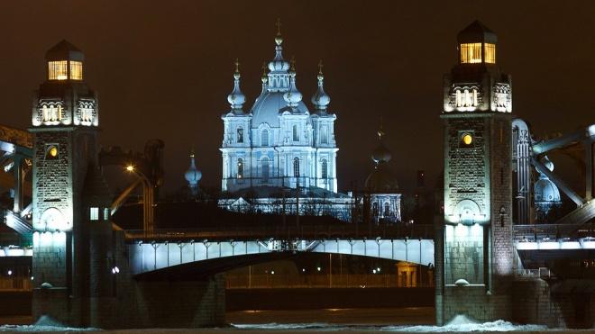 В первый день зимы  в Петербурге ожидается снег и ветер