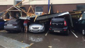 СК начал проверку по факту обрушения крыши на остановку в Казани