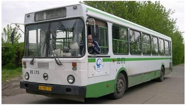 Автобус с пассажирами угодил в кипяток в Петербурге по вине водителя