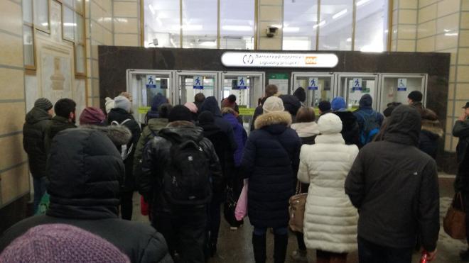 """""""Лиговский проспект"""" закрыли на вход и выход"""