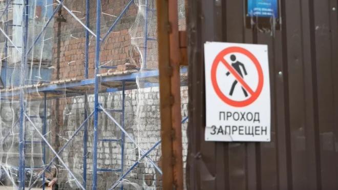 После разрушения дома на Двинской улице приостановили стройку