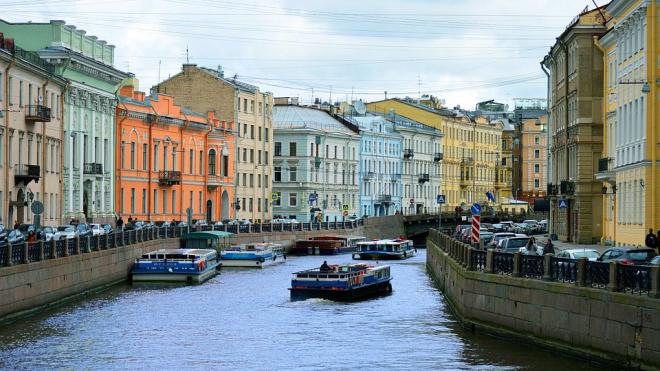 Речной карнавал ограничит на день движение в центре Петербурга