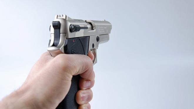 На КАДе водитель BMW доказал свою правоту с помощью оружия