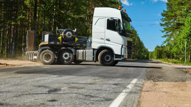 Большегрузам запретят ездить по нескольким трассам Ленобласти в дачный сезон