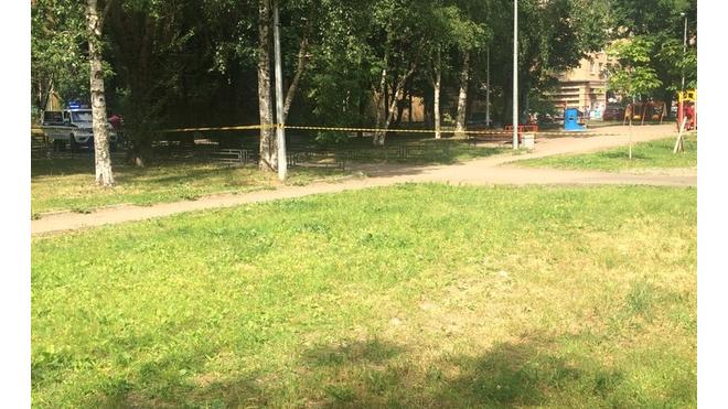 Нехорошая квартира в Петербурге: из-за вооруженного мужчины эвакуировали весь дом