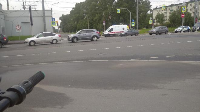 Девушка на самокате попала под колеса авто на Гранитной улице