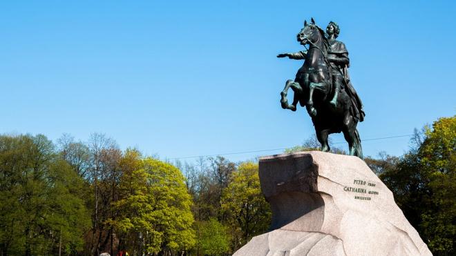 Перед Днем Петербурга реставраторы помоют Медного всадника
