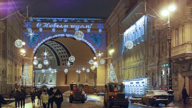 В Петербурге завершили украшение города к Новому году и Рождеству