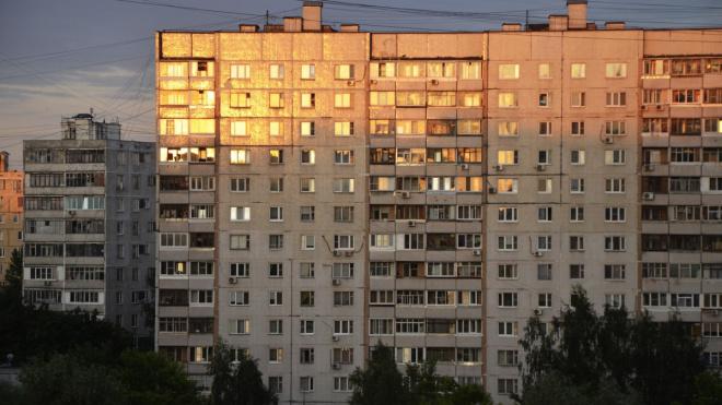 В двух районах Петербурга дети сорвались из окон