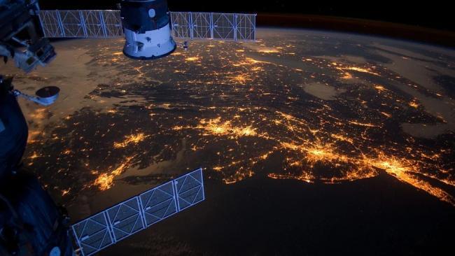 Американский метеоспутник взорвался в космосе