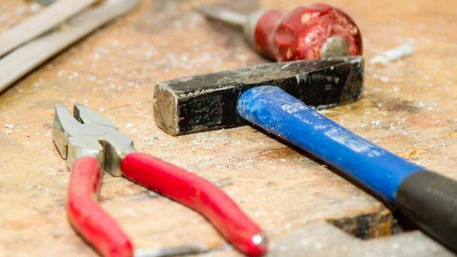 Бывший клиент избил и обокрал петербуржца из-за непонравившегося ремонта