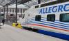 """Поезд """"Аллегро"""" на час задержался на границе: пассажиров развозили по домам на автобусах"""