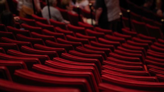 Выручка театров Петербурга в ноябре упала на 70%