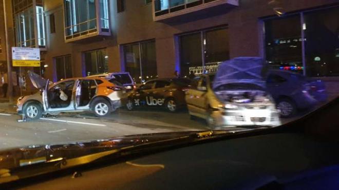 В Петербурге девушка на каршеринге сбила пешехода и врезалась в авто