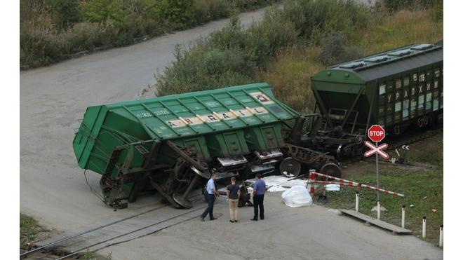 Фото: в Петербурге опрокинулся вагон с солью