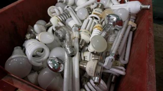 Более 10 тонн ртутьсодержащих ламп сдали на переработу в метрополитене Петербурга