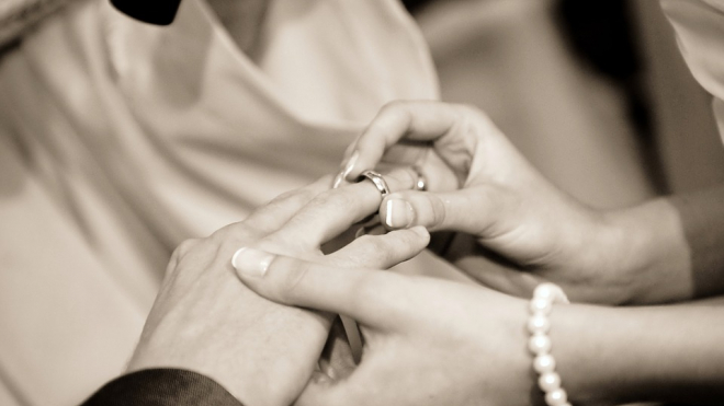 """Призывник сочетался узами брака с собственной бабушкой, чтобы """"откосить"""" от армии"""