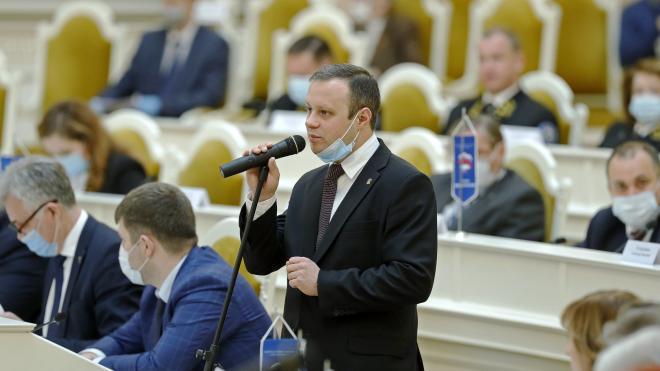 Расклейщиков плакатов с изображением депутата Дениса Четырбока привлекут к ответственности по двум статьям