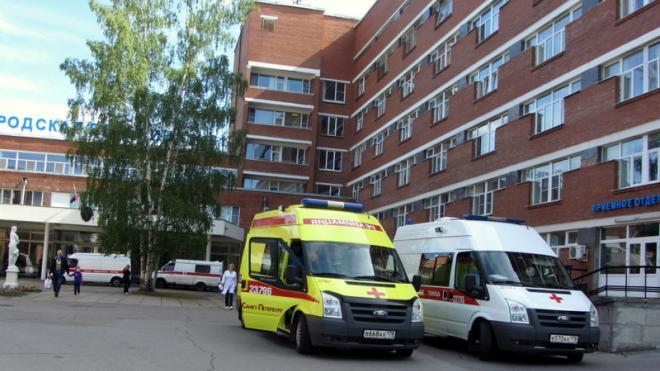 Мужчина выпал с 4-го этажа в больнице №31 в Петербурге