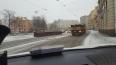 Выпавшие из грузовика огромные балки едва не придавили ...
