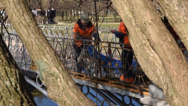 В Таврическом саду отремонтируют четвертый пешеходный мост