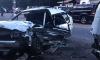 На Приозерском шоссе маршрутный автобус вдребезги разбил легковушку