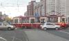 На проспекте Просвещения трамвай сошел с рельс, копится пробка