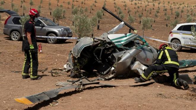 В Испании при столкновении с деревом вертолета погибли 2 человека