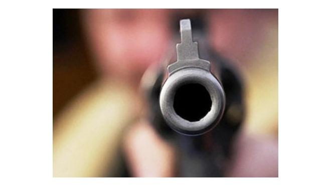 В Приморском районе отец ранил 10-летнюю дочь из пистолета