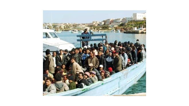 В Средиземном море затонуло судно с беженцами