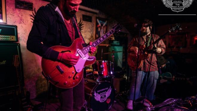 Blues Jam в рок-баре The Right Place