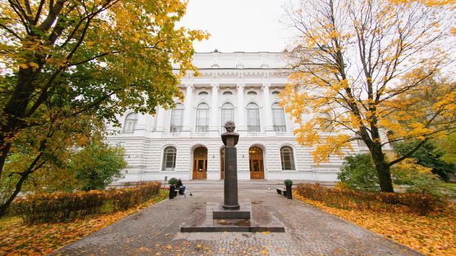 В Политехническом университете заявили, что не закрывали парк для петербуржцев