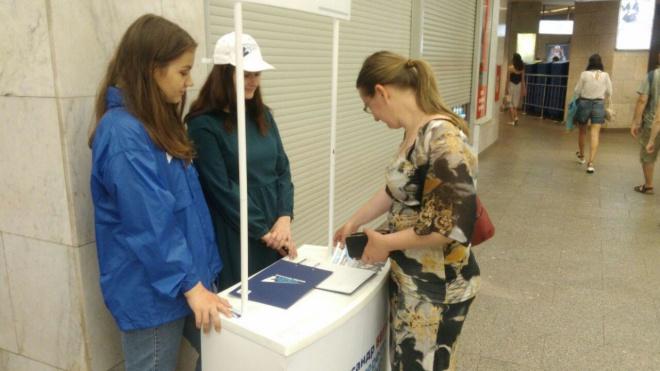 Петербуржцы активно ставят подписи в поддержку кандидата в губернаторы Петербурга Беглова