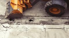 Строительная компания заплатит подрядчику почти 2 млн рублей за укладку асфальта в Выборгском районе
