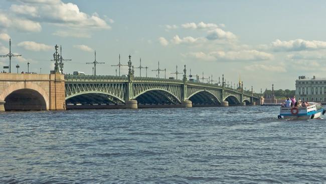 К ПМЭФ и Евро-2020 в Петербурге начнут ремонтировать Литейный мост и несколько набережных