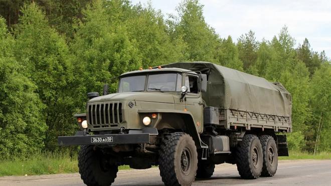 СМИ: на трассе Петербург-Псков заметили колонну военной техники