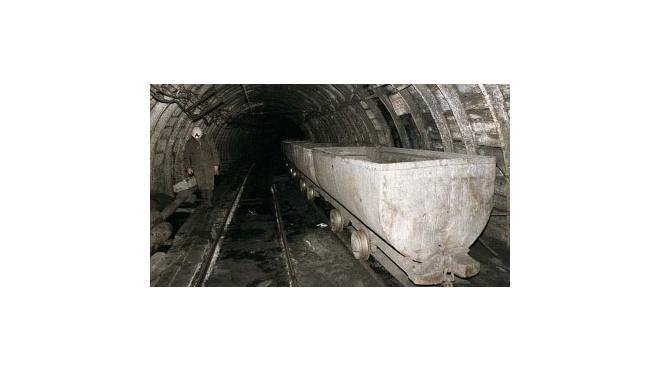 Четыре шахтера заблокированы в шахте из-за прорыва глины