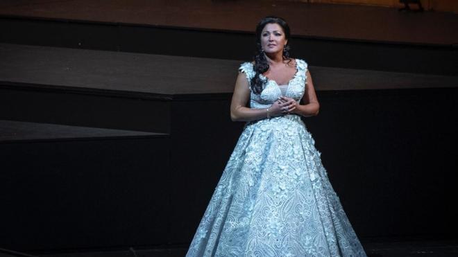 Выступлению Нетребко в Мариинском театре помешал коронавирус