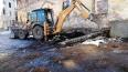 Выборгский Расэм убрал мусор около стен бывшего Кафедрал...